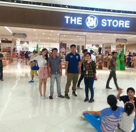 Đức cùng các bạn tại SM Mall