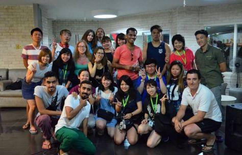 Chị Việt Hà cùng các bạn học viên quốc tế tại Genius