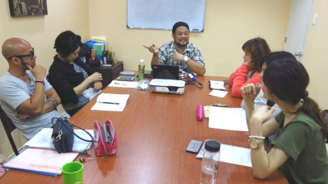 Lớp học nhóm với giáo viên bản ngữ tại Genius
