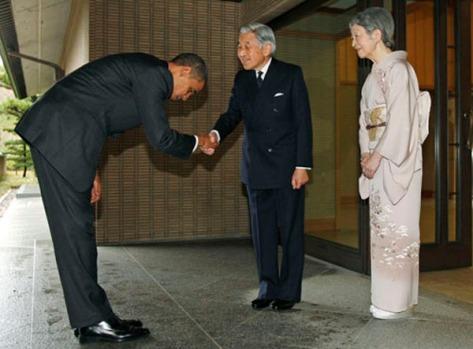 Tổng thống Mỹ - Barack Obama cuối chào Thiên hoàng Akihito và phu nhân