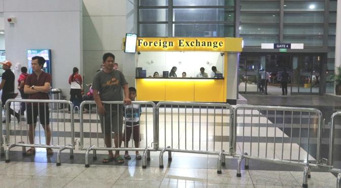 Hướng dẫn đổi tiền, mua sim điện thoại tại sân bay Manila – NAIA