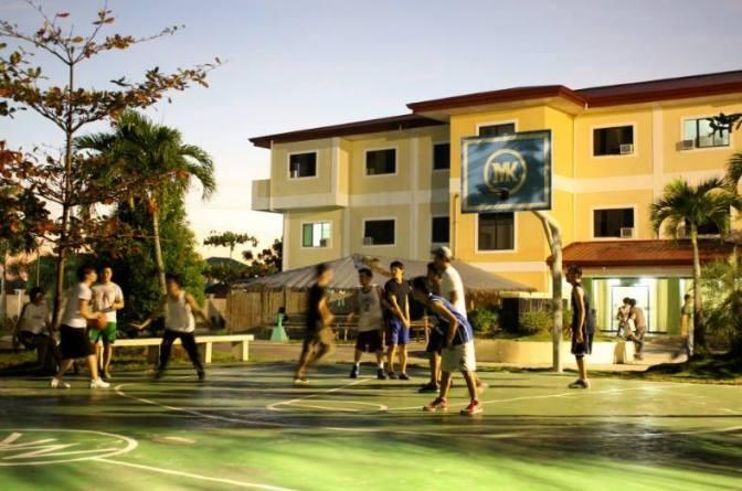 Cho con du học – nỗi lo chung của các bậc phụ huynh trong dịp hè